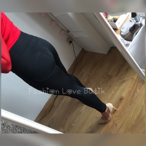 Czarne spodnie push up L