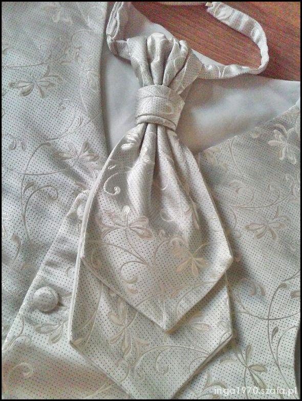 Piękna kamizelka i musznik w kolorze srebra i ecru
