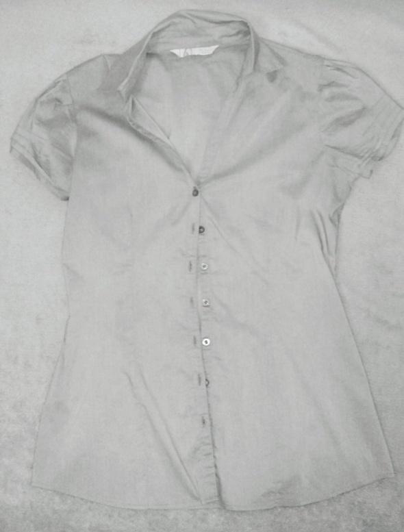 Szara koszula...