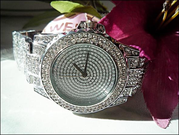 Zegarek srebrny w cyrkoniach...