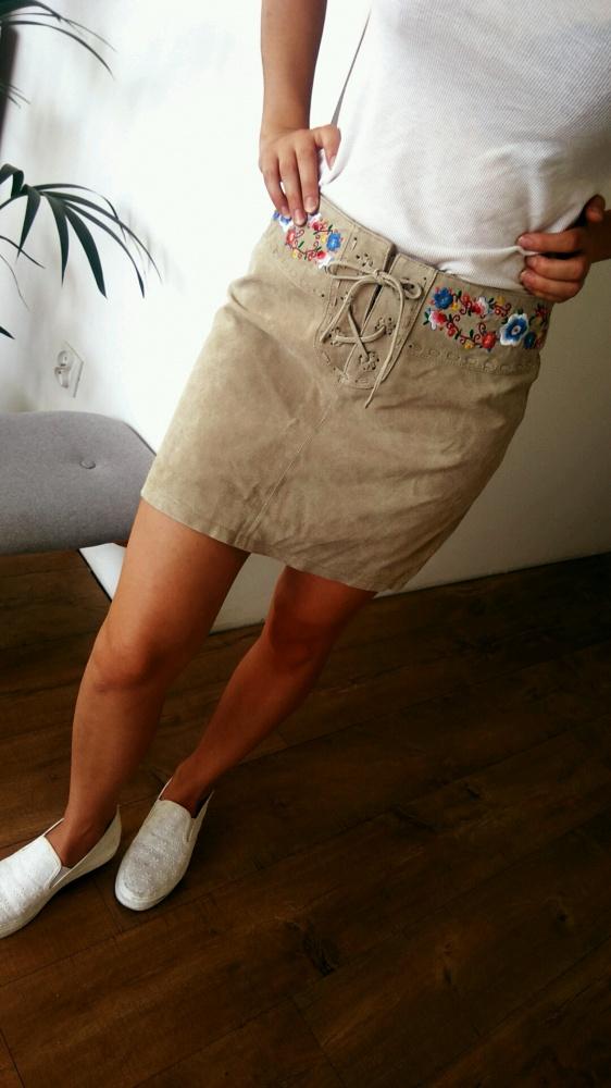Spódnice krótka spódnica z haftem kwiaty Ala skóra atmosphere s