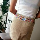 krótka spódnica z haftem kwiaty Ala skóra atmosphere s