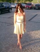 Żółta lekko rozkloszowana sukienka