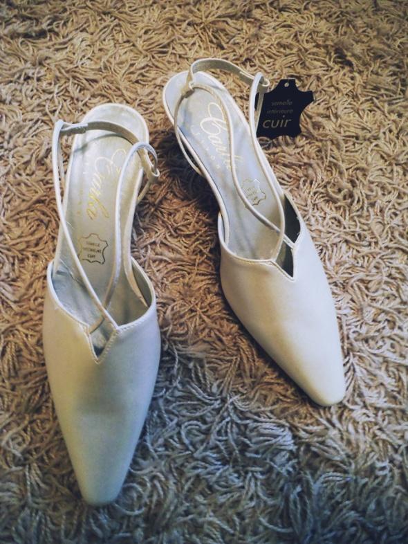 NOWE nieużywane hiszpańskie perłowe ślubne buty ro