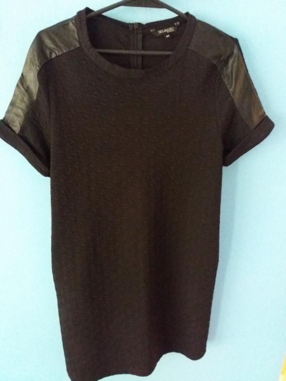 Czarna sukienka Top Secret...
