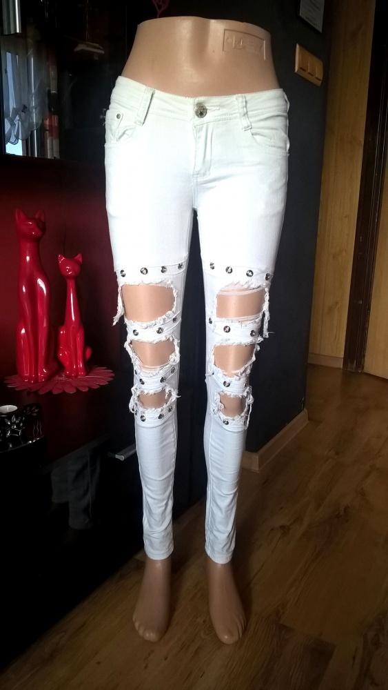 Spodnie Białe z Dziurami I Dżetami