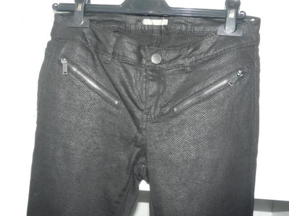 czarne spodnie Orsay
