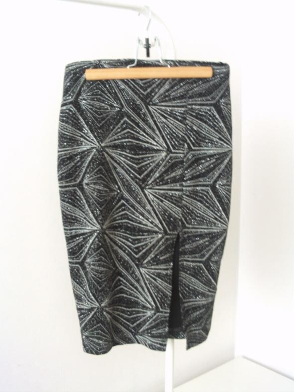 Ołówkowa spódniczka srebrno czarna New Look...