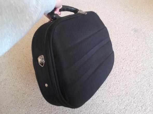 Podręczny kuferek podróżny na kosmetyki