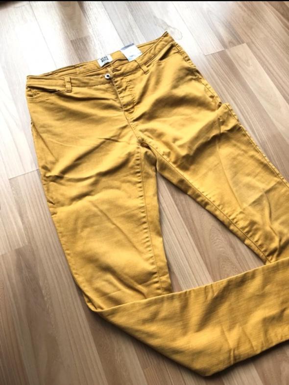 Musztardowe spodnie...