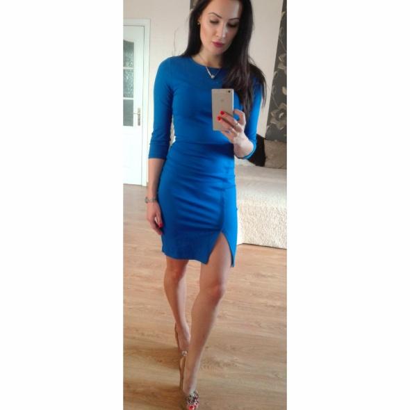 Chabrowa sukienka z rozcięciembłekitna sukienka przed kolano el...
