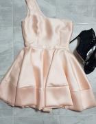 Piękna rozkloszowana sukienka brzoskwiniowa 36