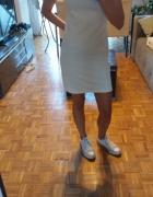Biała sukienka Stravidarius