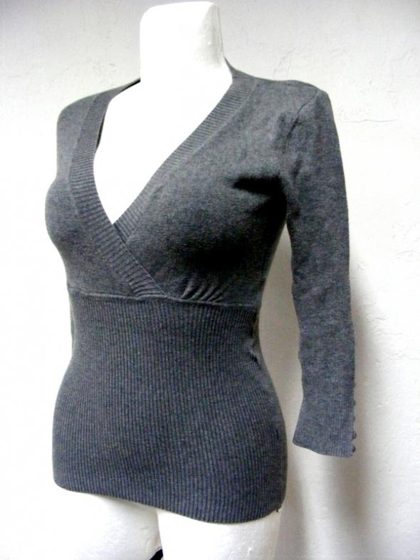 Swetry Sweterek szary kopertowy taliowany 36