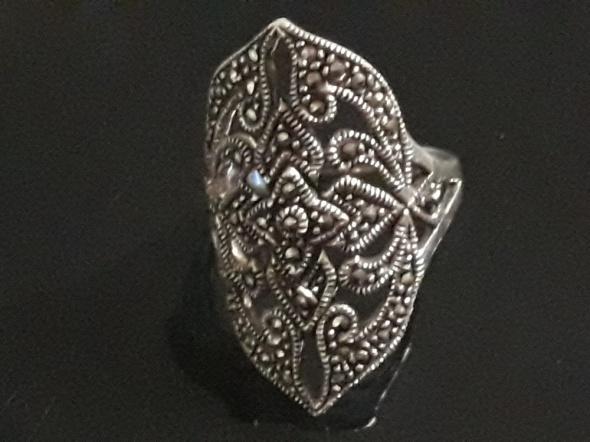 Stylowy pierścionek z markazytami