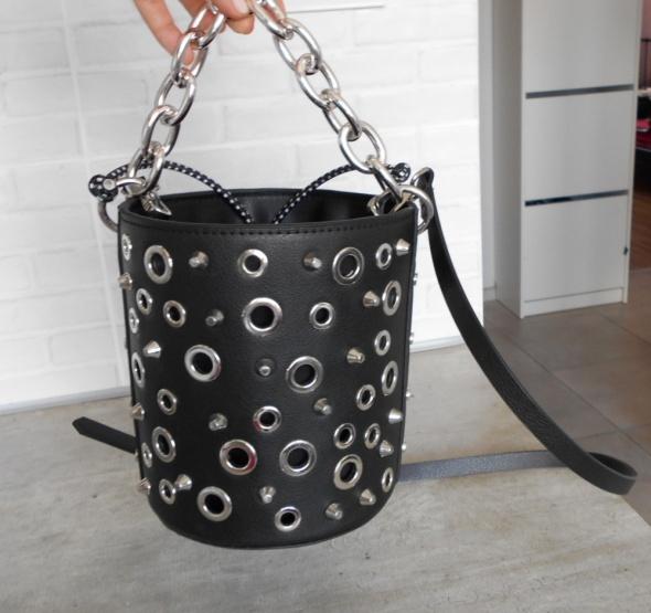 ce34fca72dc59 Torebki na co dzień Zara nowa czarna torebka kuferek listonoszka ćwieki  łańcuch
