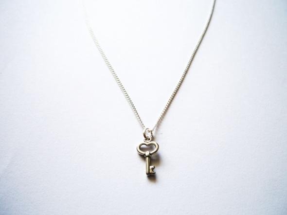 NOWY wisiorek srebrny klucz Alice in Wonderland