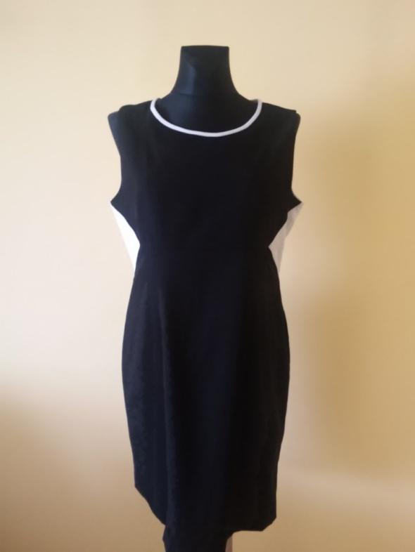 Calvin Klein wyszczuplająca sukienka...