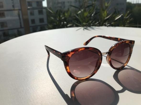 Okulary przeciwsłoneczne Abercrombie A&F...