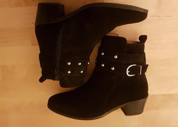 H&M czarne botki zamszowe...