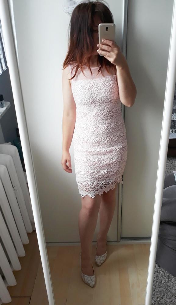 Piękna koronkowa sukienka pudrowy róż