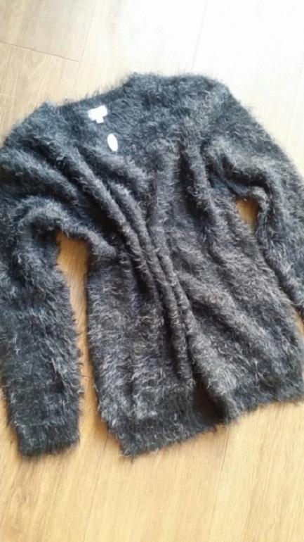 Nowy włochaty sweterek