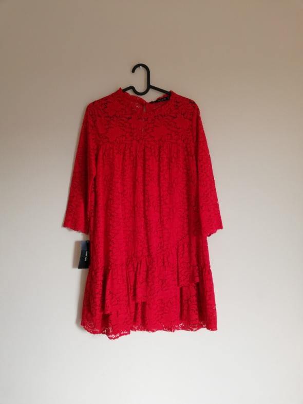 Czerwona koronkowa sukienka Zara falbany modna insta tumblr gipiura z gipiury