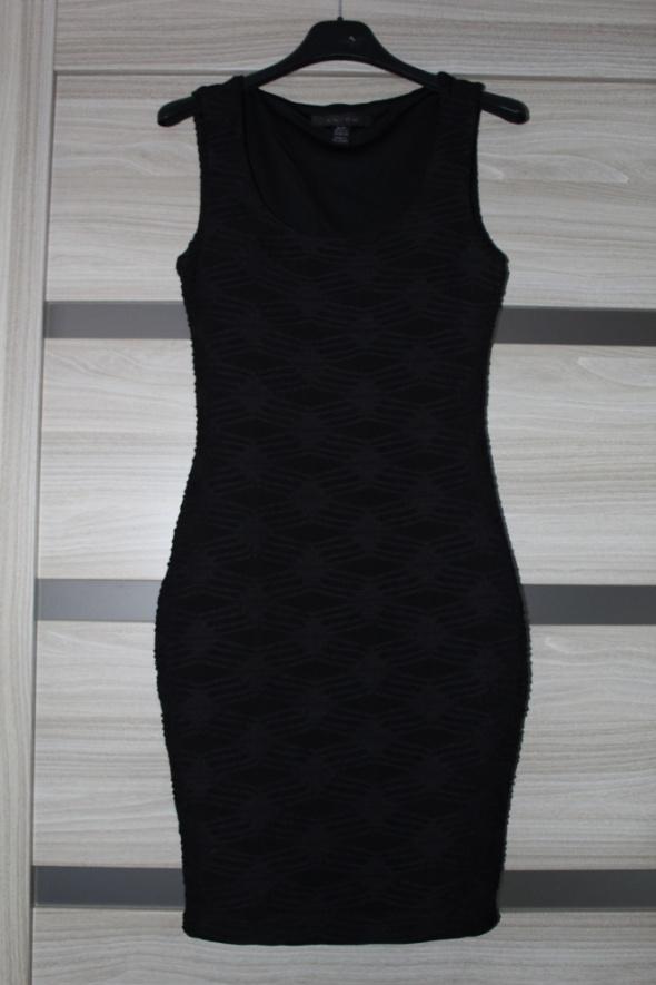 Sprzedam czarną sukienkę...