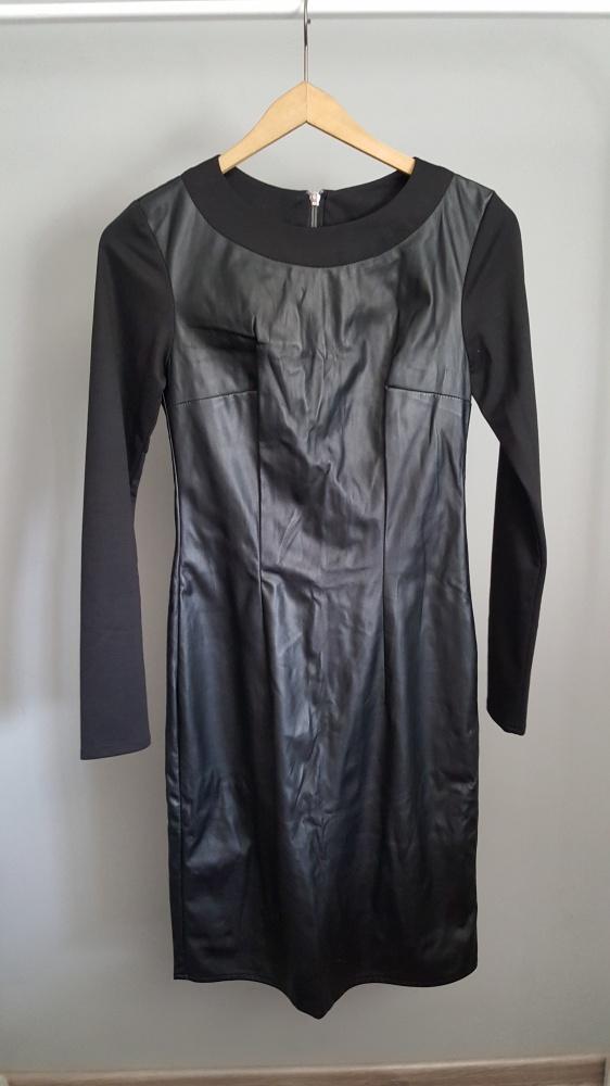 czarna dopasowana sukienka ekoskóra