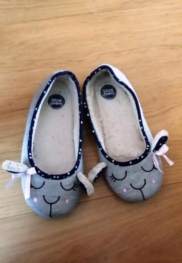 Dziewczęce kapcie papcie paputki puchate fetysz używane kobiece stópki i rajstopy pachnące ZESTAW stópkowy