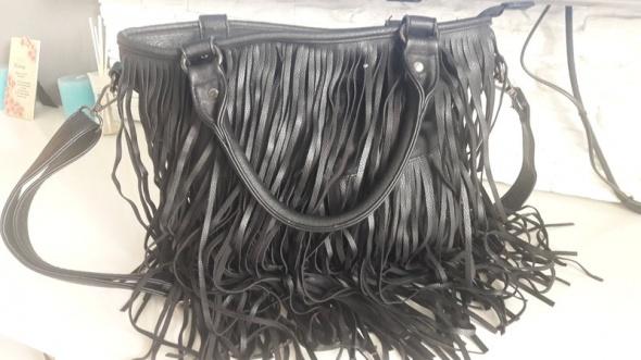 Kultowa torebka czarna frędzle