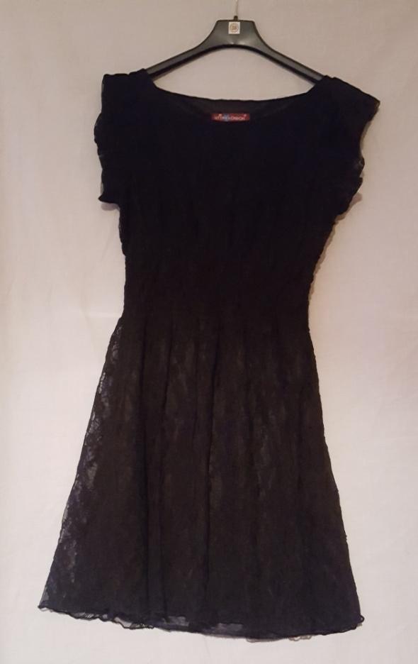 Czarna wieczorowa koronkowa sukienka