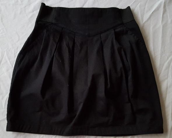 Czarna spódnica bomba na gumce