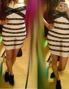 xs s dopasowana sukienka tuba koronka biała