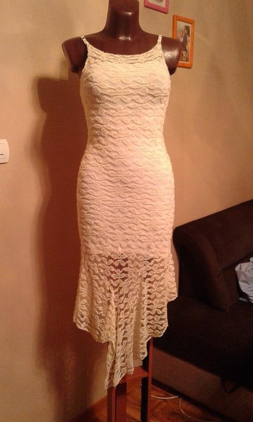 Koronkowa sukienka ecru