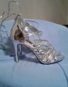 Zjawiskowe srebrne sandały na szpilce...