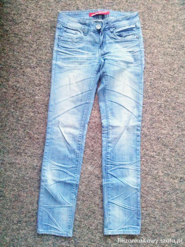 niebieskie jeansy zgiecia...