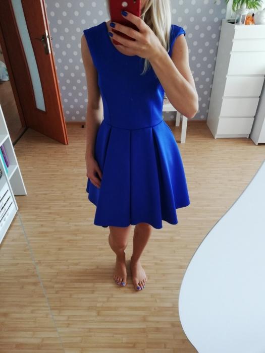 Kobaltowa rozkloszowana sukienka