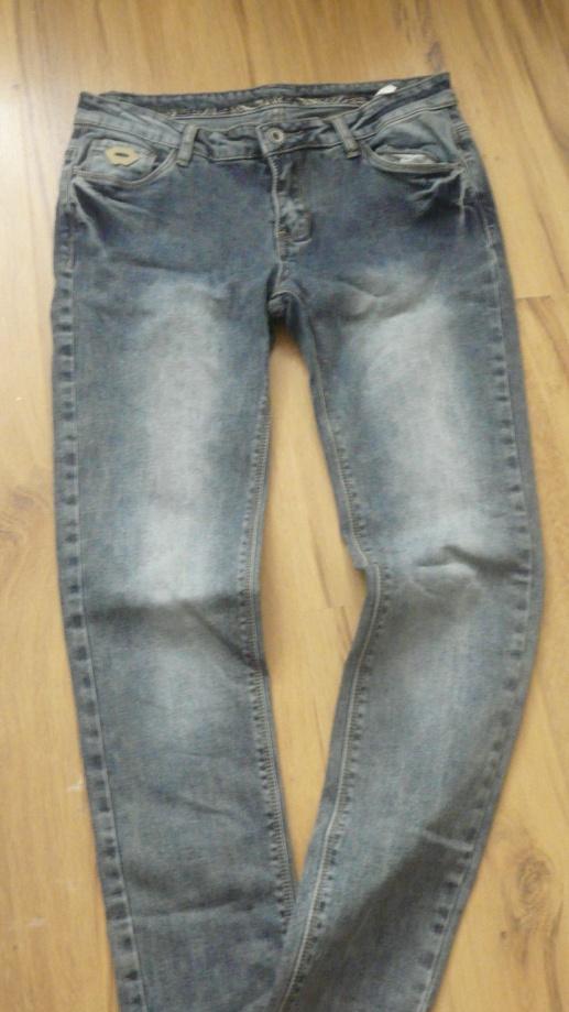 spodnie jeans rurki