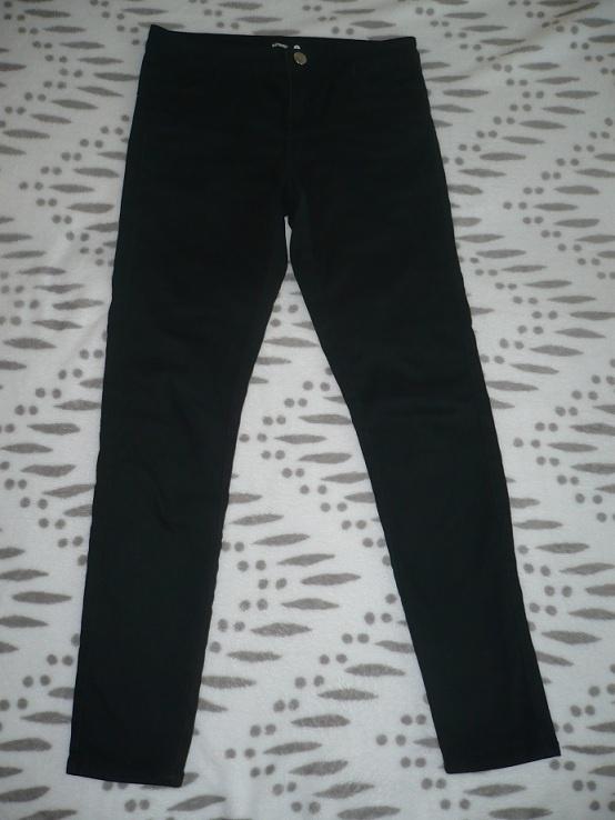 Czarne spodnie Sinsay...