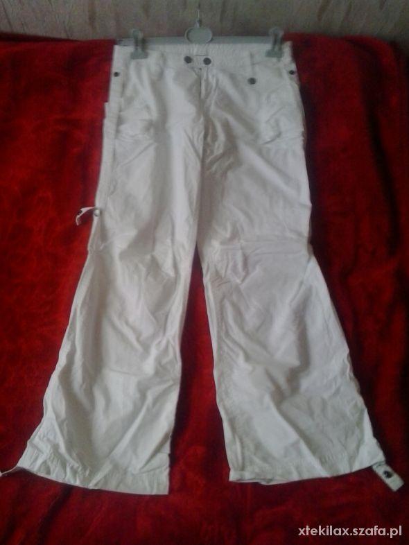 Białe sportowe spodnie L...