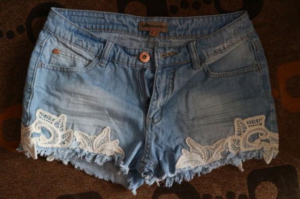 Spodenki Jeansowe krótkie spodenki z białą koronką XS