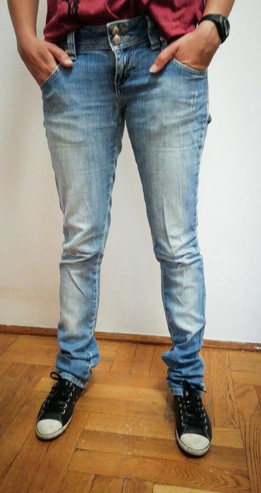 Niebieskie dżinsy biodrówki denim
