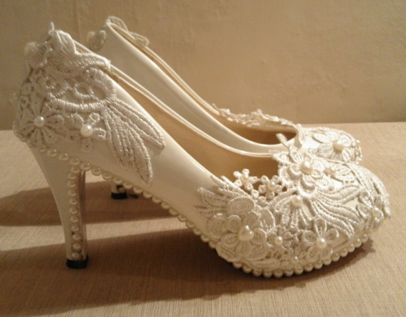 białe buty ręcznie zdobione r 37