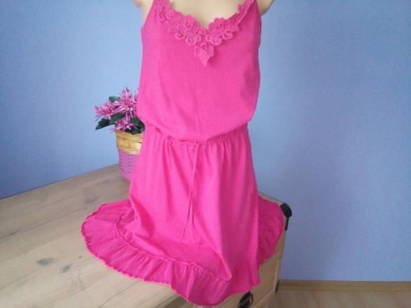 Sukienka różowa na lato