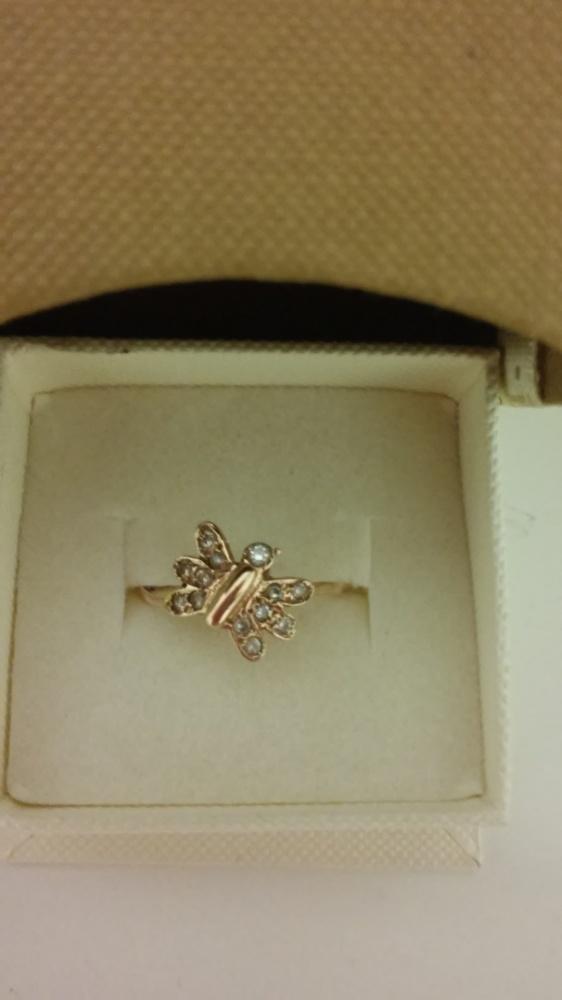 Delikatny złoty pierścionek...