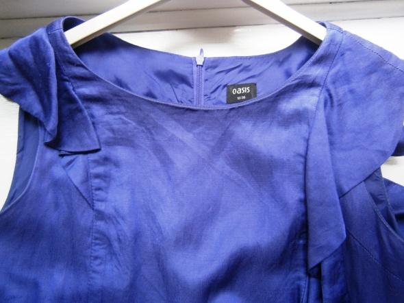 Wizytowa sukienka w kolorze kobaltowym OASIS...