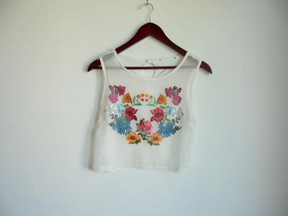 krótka bluzka w kwiatki M