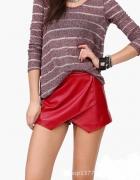 Czerwone spódnico spodenki błyszczące ala skóra...