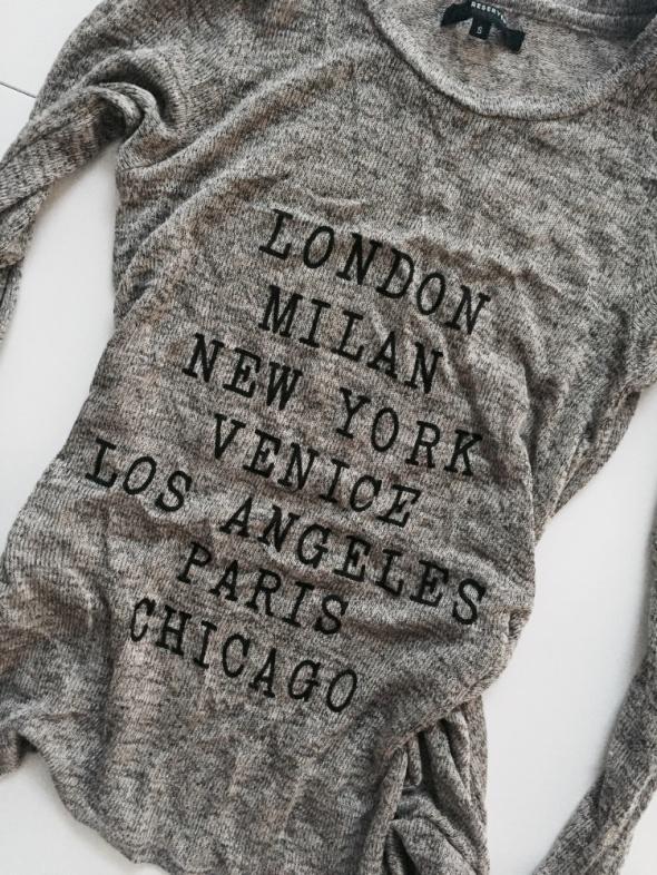Asymetryczny sweterek napisy